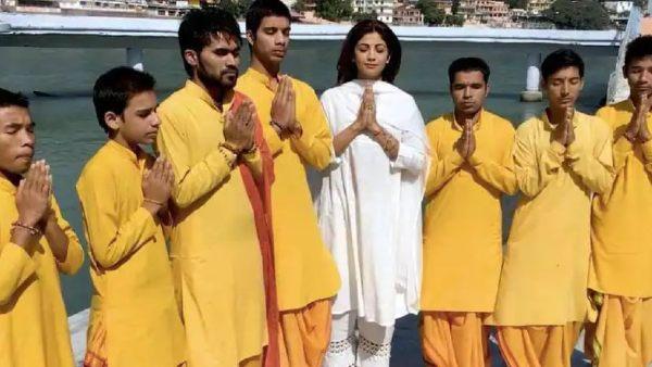 शिव की भक्ति में लीन हुईं शिल्पा शेट्टी, हरिद्वार पहुंचकर किया महा मृत्युंजय मंत्र का जाप