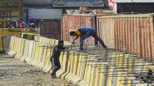 यह पढ़ें: Farmers Protest: सिंघु बॉर्डर पर प्रशासन ने सड़क पर गाड़ी लोहे की कील, बना दी सीमेंट की दीवार