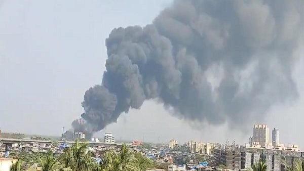 मुंबई के मानखुर्द स्थित एक गोदाम में लगी भीषण आग पर पाया गया काबू
