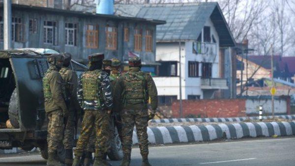 जम्मू-कश्मीर: अनंतनाग में सेना और आंतकियों के बीच मुठभेड़, 4 आतंकी ढेर, कई के छिपे होने की आशंका