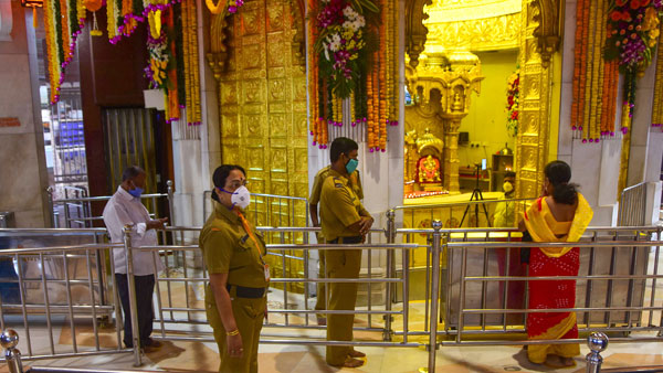 Coronavirus maharashtra Siddhivinayak temple change rule for devotees angaraki chaturthi
