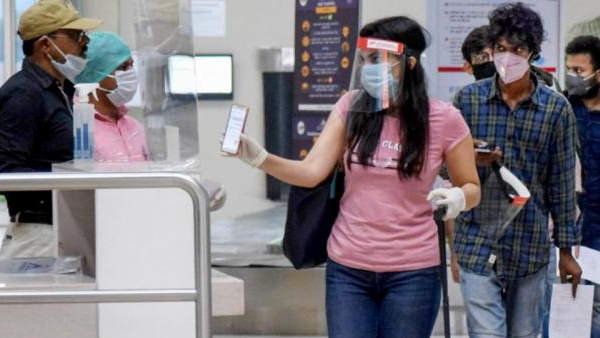 ठीक से मास्क नहीं पहनने, कोरोना प्रोटोकॉल ना मानने पर फ्लाइट से उतारे जाएंगे यात्री: DGCA