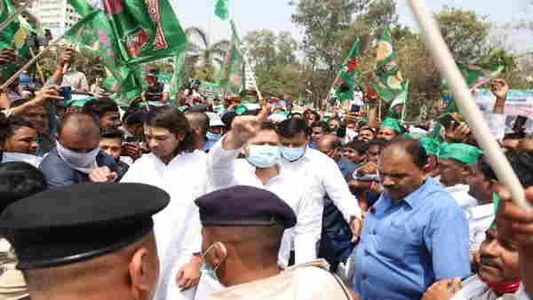 बिहार बंद का व्यापक असर, अलग-अलग जिलों में सड़क पर उतरे राजद के कार्यकर्ता