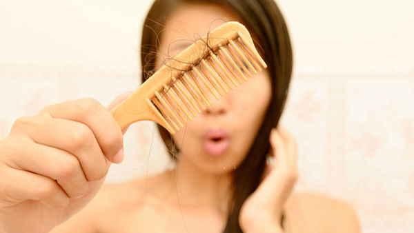 Hair Fall: बालों के गिरने से हैं परेशान, ये घरेलू नुस्खे पहुंचाएंगे राहत