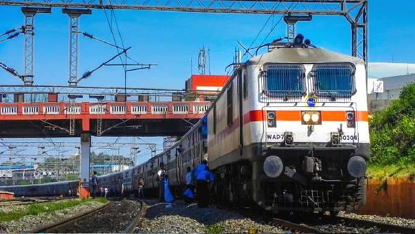 यह पढ़ें: Indian Railways: भारतीय रेलवे चलाने जा रहा है स्पेशल ट्रेनें, 18 मार्च से ऑनलाइन बुकिंग शुरू, जानें डिटेल्स