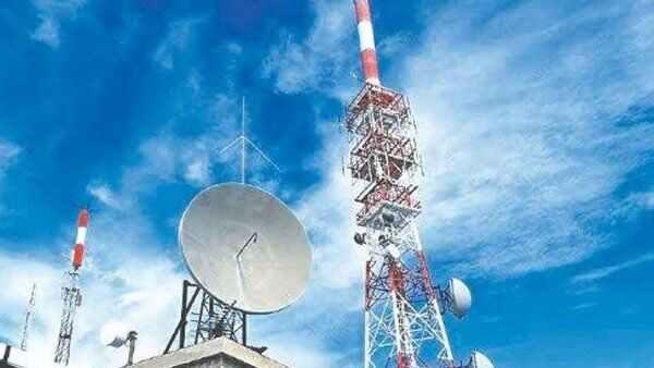 दिवालिया होने की कगार पर पहुंची टेलीकॉम कंपनियों को केंद्र का तोहफा, राहत पैकेज को दी मंजूरी