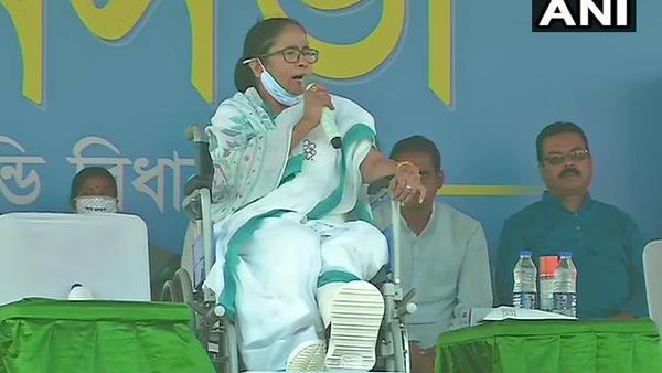 ये भी पढ़ें- पश्चिम बंगाल चुनाव: पुरुलिया में बोलीं ममता बनर्जी- मेरा दर्द लोगों की परेशानियों के सामने कुछ भी नहीं