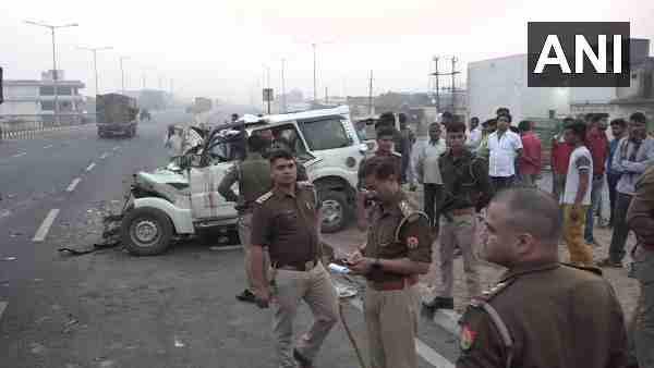 ये भी पढ़ें:- Agra: डिवाइडर तोड़ ट्रक में जा घुसी बेकाबू स्कार्पियो कार, आठ की मौत, चार गंभीर रूप से घायल