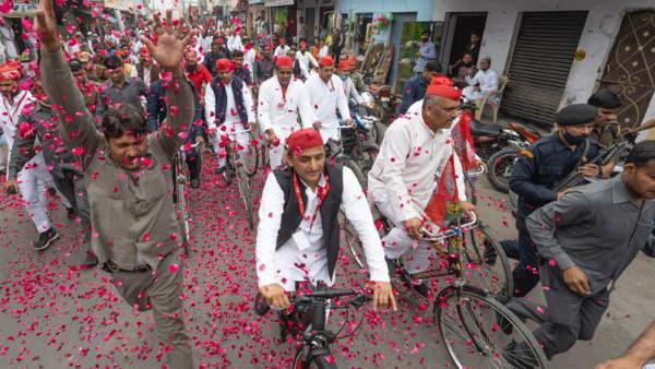 रामपुर में निकली सपा मुखिया अखिलेश यादव की साइकिल यात्रा, कहा- भाजपा से लेंगे आजम पर हुए जुल्मों का हिसाब