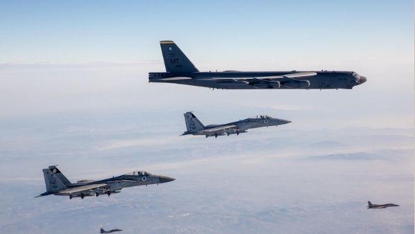 Video: ईरान से युद्ध के लिए पहुंचे अमेरिका और इजरायल के खतरनाक विमान, ईरान की सीमा पर B-52 बॉम्बर्स की गर्जना