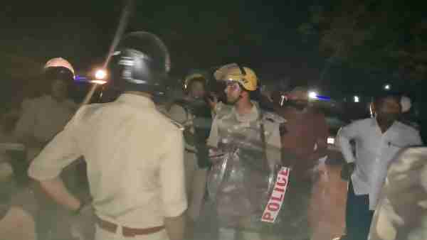 Barabanki News: Four policemen injured in a dispute over a religious site
