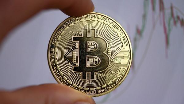 Bitcoin पर नियंत्रण का पहला कदम, कंपनियों को क्रिप्टोकरेंसी लेनदेन की देनी होगी जानकारी