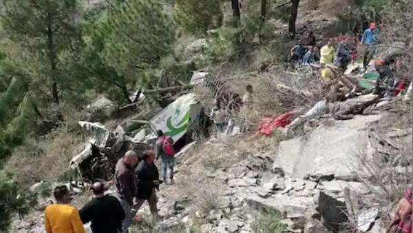 हिमाचल के चंबा में खाई में गिरी बस, 7 की मौत, 10 घायल, मृतकों के परिवार को 4-4 लाख रुपए मुआवजे का ऐलान
