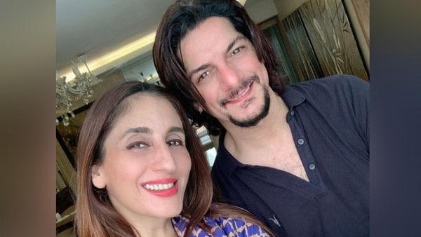 सुजैन खान की बहन फराह 22 साल बाद हुई पति DJ अकील से अलग, सोशल मीडिया पर लिखा- कभी कभी दो लोग...