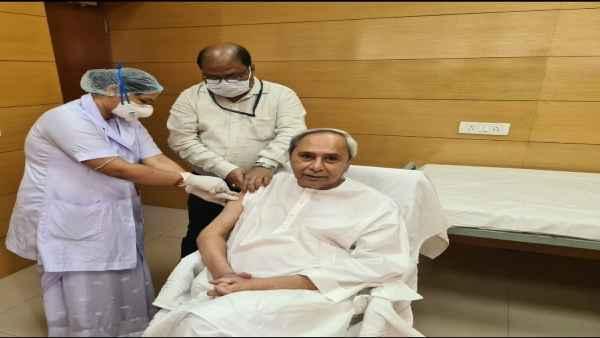 ओडिशा के मुख्यमंत्री नवीन पटनायक ने लगवाया कोरोना का टीका