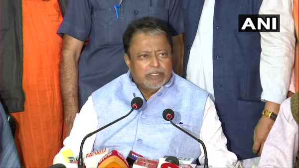 इसे भी पढ़ें- पश्चिम बंगाल: BJP छोड़ TMC में शामिल हो सकते हैं मुकुल रॉय, ममता बनर्जी के साथ आज शाम बैठक