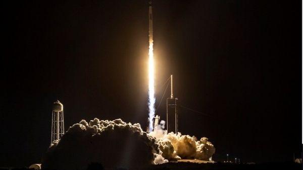 अंतरिक्ष में आइसक्रीम पहुंचाने निकला एलन मस्क की कंपनी का रॉकेट, स्पेस स्टेशन में करेगा नींबू की डिलीवरी