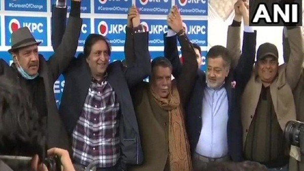 ये भी पढ़ें: जम्मू-कश्मीर : PDP के तीन पूर्व नेताओं ने थामा पीपुल्स कॉन्फ्रेंस का दामन