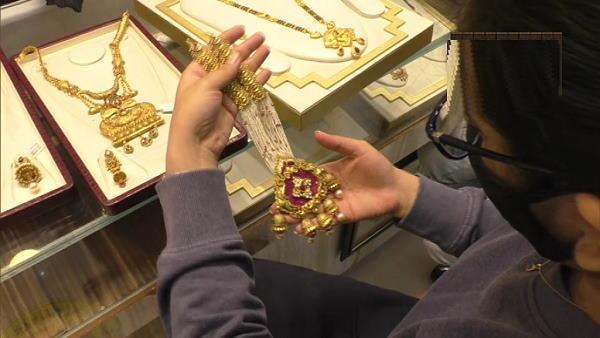 डायमंड सिटी के तौर पर विख्यात गुजरात के सूरत शहर में सोना कई हजार रुपए सस्ता हो गया