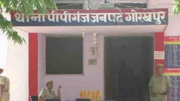 गोरखपुर: मुर्गा खरीदने के विवाद में यूपी पुलिस के सिपाही ने दी व्यापारी को गालियां, SSP ने किया निलंबित
