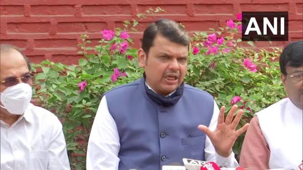 महाराष्ट्र में राज्यपाल से मिले भाजपा के नेता, फडणवीस बोले देशमुख मामले पर खामोश क्यों हैं उद्धव ठाकरे