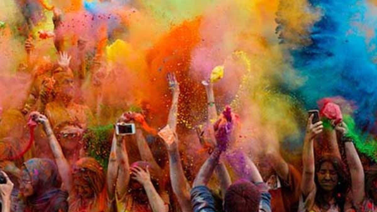 Holi wishes quotes : रंगों भरी होली पर अपनों को भेंजे ये आकर्षक होली शुभकामना संदेश