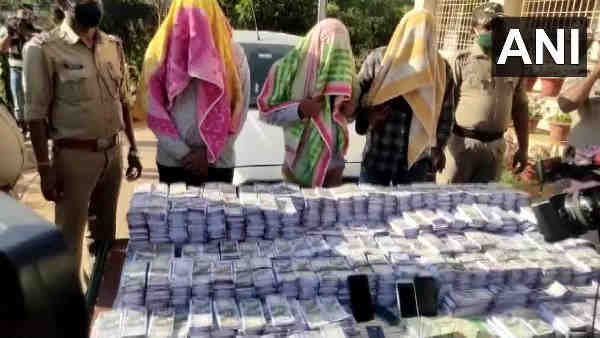 Three person from Chhattisgarh arrested with fake currencies of crores