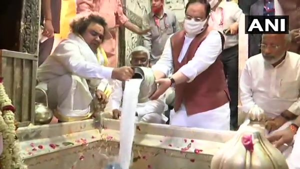 bjp chief jp nadda and cm yogi adityanath offer prayers at kashi vishwanath temple