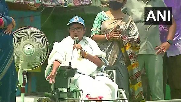 नंदीग्राम में प्रचार के आखिरी दिन जुबानी जंग तेज, ममता बोलीं- BJP को राजनीतिक रूप से यहीं दफन करना है