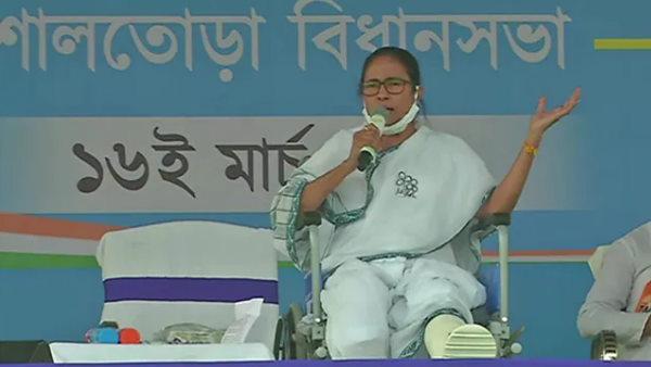 पश्चिम बंगाल चुनाव:नंदीग्राम की गूंज से क्या बेचैन हो गई हैं ममता बनर्जी ?