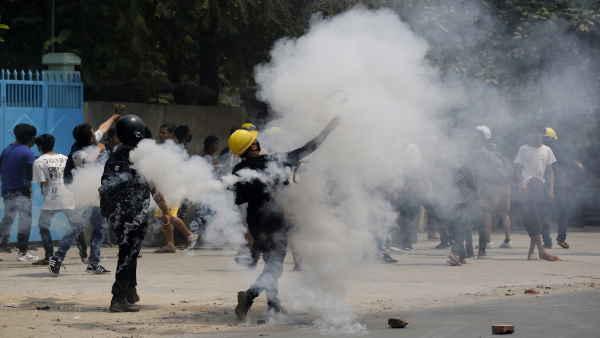 म्यांमार 'आर्म्स फोर्सेज डे' बना शर्म का दिन, निहत्थे प्रदर्शनकारियों पर सेना ने की गोलीबारी, 90 की मौत