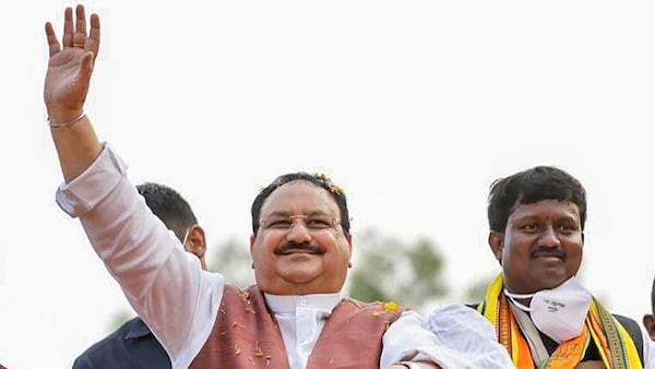 West Bengal Assembly Elections 2021: रोड शो के बीच फंसी एंबुलेंस, नड्डा ने लिया ऐसा फैसला, देखें VIDEO