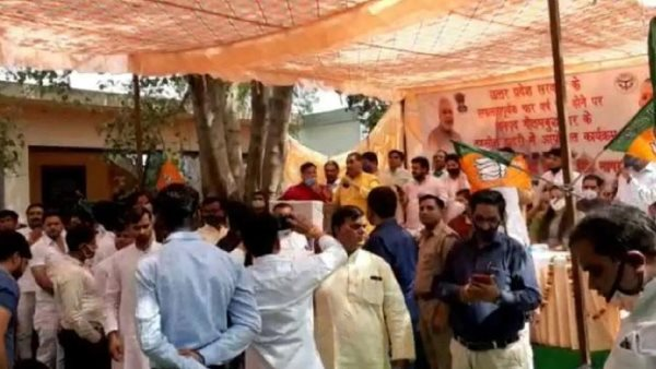 greater noida bisahda villagers raised slogans against bjp leaders