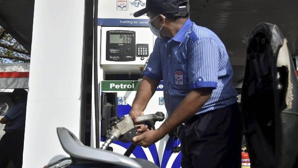 ये भी पढ़ें: कच्चे तेल के दामों में गिरावट जारी, आम आदमी को जल्द मिल सकती है पेट्रोल-डीजल की बढ़ती कीमतों से राहत