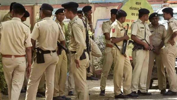 एंटीलिया केस और 'लेटर बम' के बीच मुंबई क्राइम ब्रांच में बड़ा फेरबदल, 86 पुलिसकर्मियों का तबादला