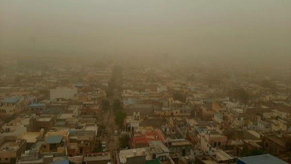 Rajasthan Weather : राजस्थान में धूलभरी आंधी, ओले व बारिश, झुंझुनूं में बिजली गिरने से युवक की मौत