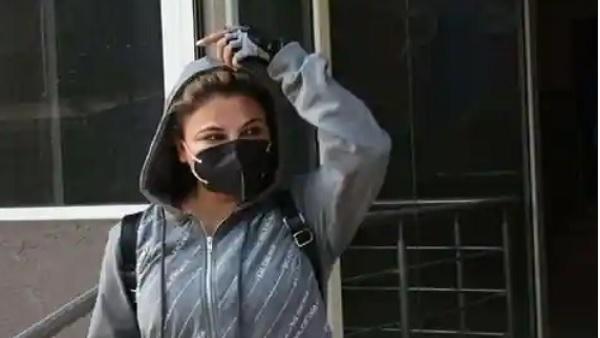 राखी सावंत ने लगाई ड्राइवर की क्लास,कहा-'कार छोड़कर लव-लपाटा कर रहा है तू', Video वायरल