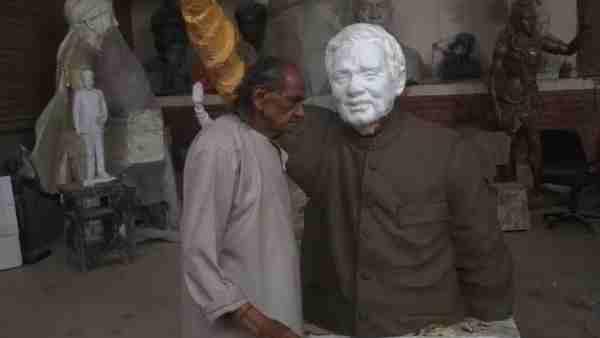 नोएडा: मूर्तिकार राम सुतार के घर में लाखों की चोरी, घटना के बाद से घरेलू सहायक फरार