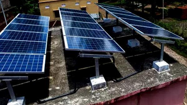 घरों में सोलर सिस्टम लगवाने पर 40% तक सब्सिडी देगी सरकार, ऐसे कम कर सकते हैं अपना बिजली बिल