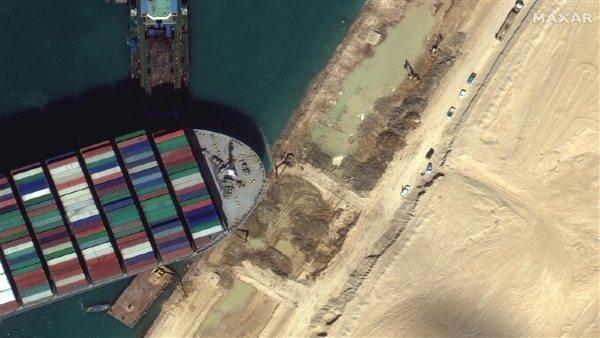 6 दिन बाद स्वेज नहर से आई राहत भरी खबर, फंसा हुआ कार्गो जहाज फिर से चला