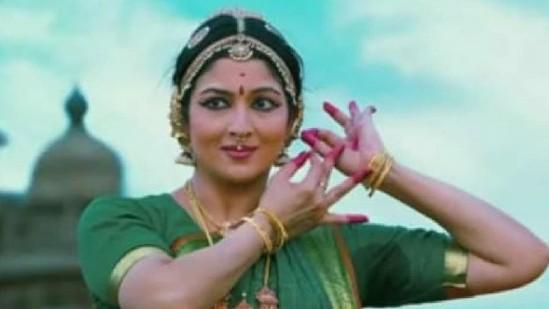 तमिलनाडु: बीजेपी ने अपने वीडियो में लगा दी चिदंबरम की बहू की फोटो, करुणानिधि का लिखा गाना भी किया इस्तेमाल