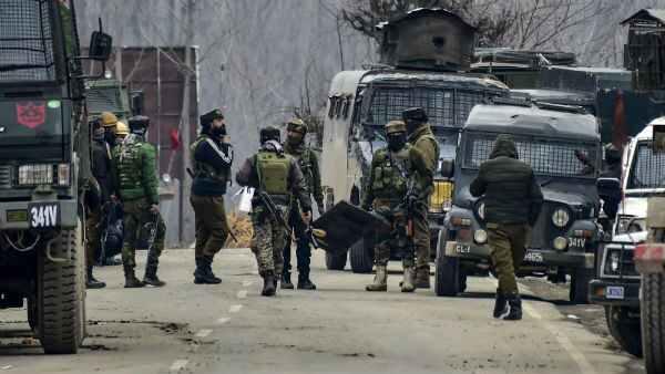 जम्मू कश्मीर के सोपोर में नगरपालिका दफ्तर पर आतंकी हमला, पार्षद और पुलिसकर्मी की मौत