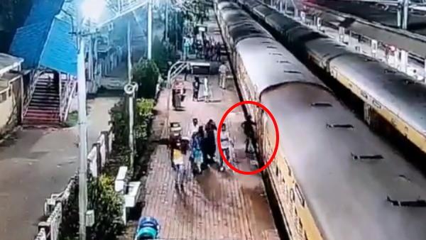 Video: चलती ट्रेन में चढ़ने वाले सावधान! प्लेटफार्म और रेल के बीच फंसा यात्री, RPF जवान ने ऐसे बचाया