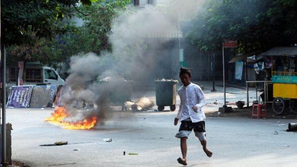 म्यांमार में चीन के खिलाफ फूटा आक्रोश, कई चीनी फैक्ट्रियों को जलाया गया, 39 लोगों को मारी गई गोली
