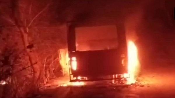 ये भी पढ़ें: Violence in Bengal Election: पहले चरण के चुनाव से पहले पुरुलिया में हिंसा, चुनाव आयोग के वाहन को लगाई गई आग