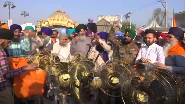 farmers movement: People from Punjab are now reaching Delhi border by carrying cooler-fans on tractors