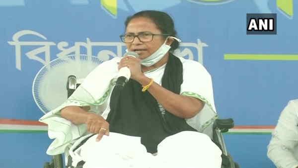 Bengal Election: कूच बिहार जाने से रोकने पर भड़कीं ममता, कहा- 'मैं रॉयल बंगाल टाइगर हूं'