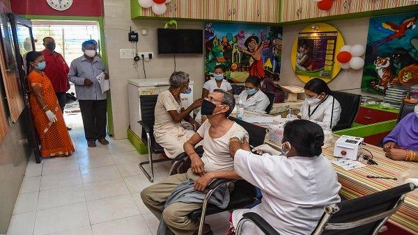 अमेरिका के कई सांसदों ने लिखी मॉडर्ना और फाइजर को चिट्ठी, कोरोना संकट में भारत को करें वैक्सीन सप्लाई