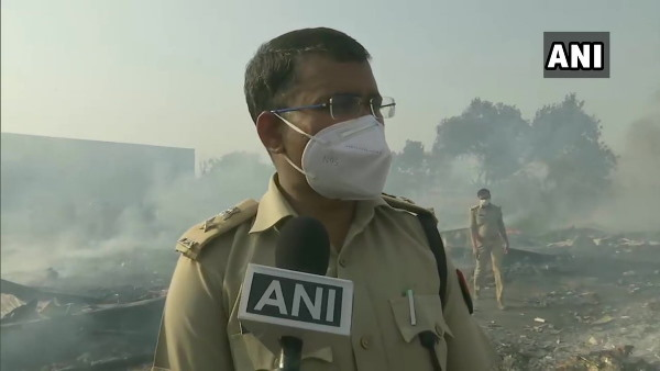 Noida Huge fire in the slums of Bahlolpur, Sector-63 2 innocent deaths