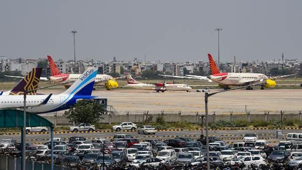 ये भी पढ़ें- कोरोना गाइडलाइन की अनदेखी करने पर दिल्ली सरकार की कार्रवाई, 4 बड़ी एयरलाइंस के खिलाफ FIR दर्ज